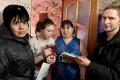 Шадринские полицейские и общественники поздравили девочек из многодетныхсемей и их матерей с 8 Марта