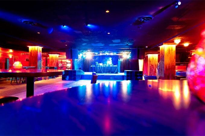 Работа ночных клубов, развлекательных центров, детских комнат и кинотеатров должна быть приостановлена