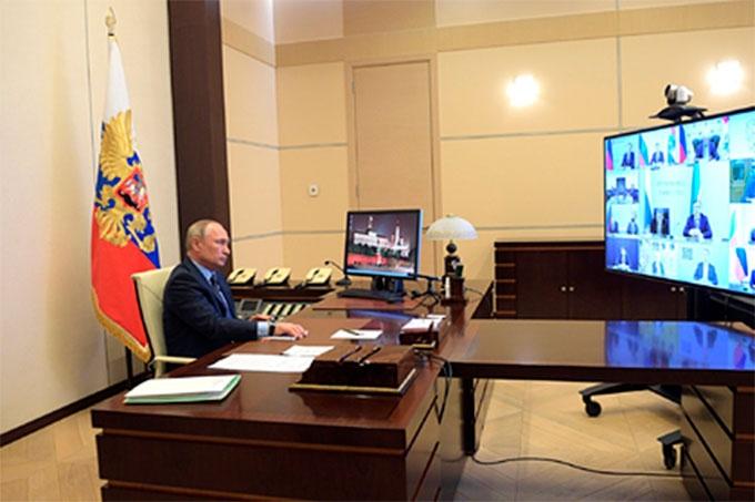 Президент России Владимир Путин поручил помочь регионам 200 миллиардами рублей