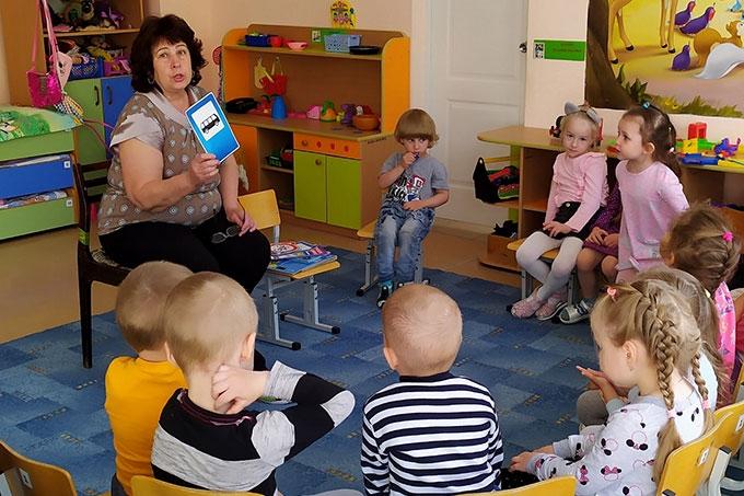В детских садах проходят занятия с детьми по Правилам дорожного движения