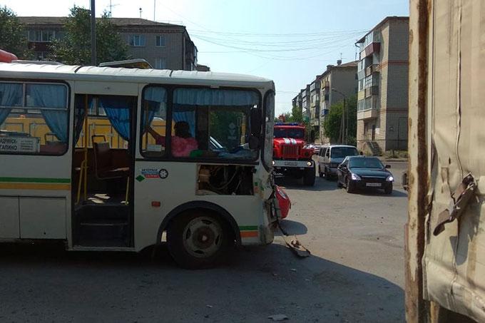 В Шадринске в ДТП попали рейсовый автобус и грузовик
