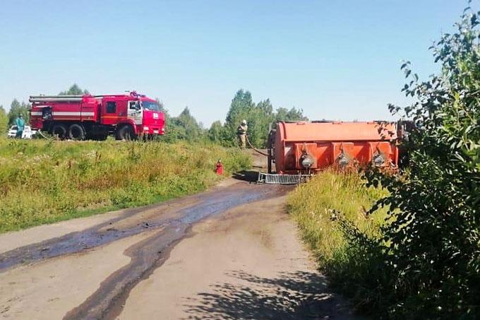 В Щучанском районе перевернулся бензовоз
