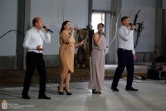 На ледовой арене устроили концерт в честь праздника