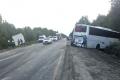 На трассе произошло столкновение автобуса и большегруза