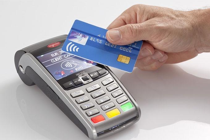 Злоумышленник похитил банковскую карту и расплачивался в магазинах