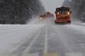 На трассах области ведутся работы по очистке от снега