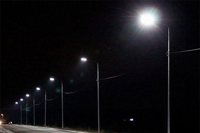 Уличное освещение начали включать по зимнему графику