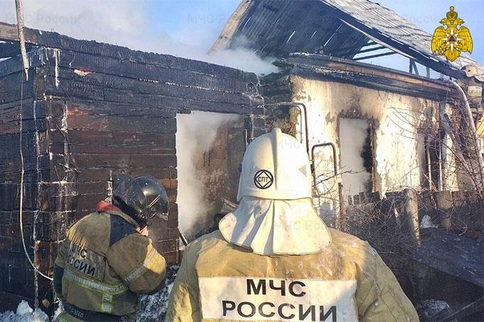 При пожаре в с. Кропани Кетовского района один погиб, двое спаслись