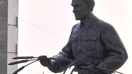 В Кургане открыт памятник Зауральскому хлеборобу Терентию Семеновичу Мальцеву