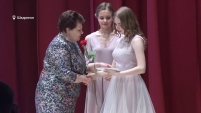Выпускники-отличники получили золотые медали